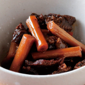 ごぼうとすじ肉の甘辛煮